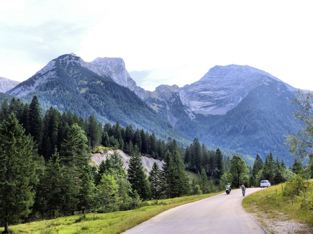 Straße nach Eng in Risstal Karwendelgebirge