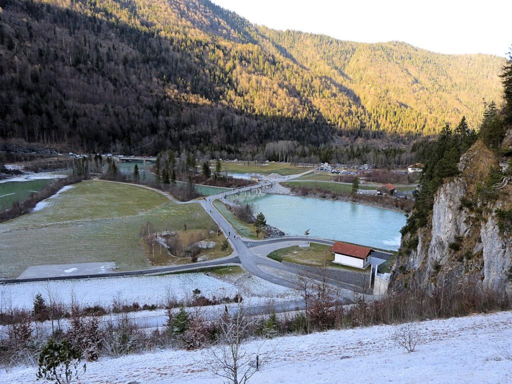 Auslaufbecken von Sylvenstein Stausee